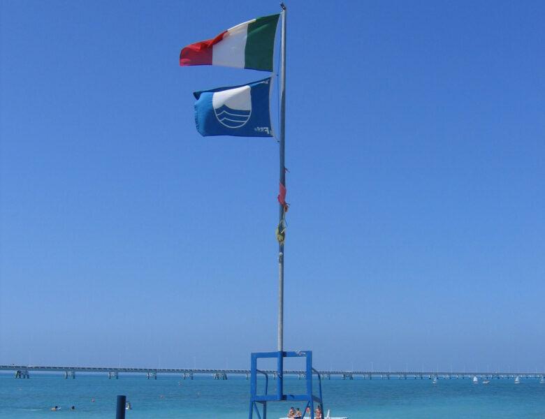 SUL 10% DELLE SPIAGGIE ITALIANE SVENTOLA LA BANDIERA BLU